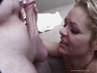 Kelly Leigh gobbles down..