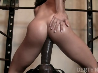 Fit Hottie Rides HUGE Dildo..