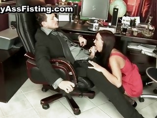 Horny slut gets her gaping..