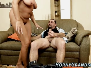 Blonde cougar gets jizzed